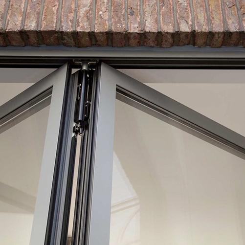 Installation de portes pliantes