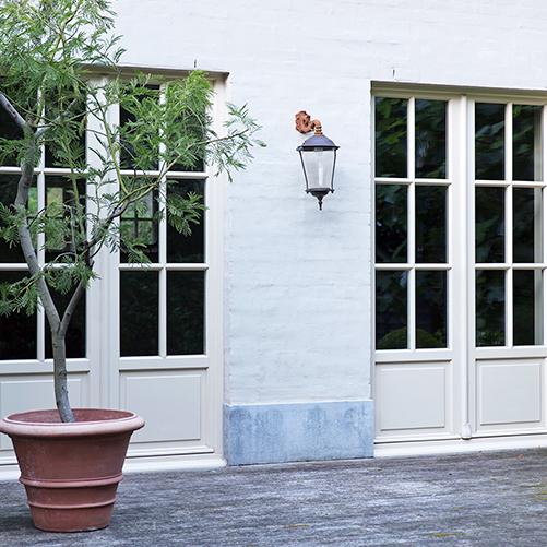 Châssis en bois portes blanches