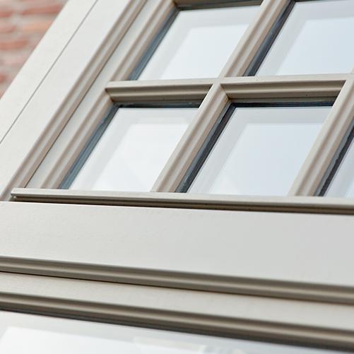 Châssis fenêtre blanc en bois