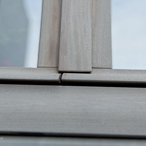 Châssis en bois gris fenêtre