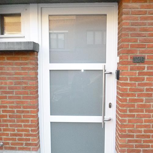 Portes PVC blanche fonctionnelle et résistante à l'usure