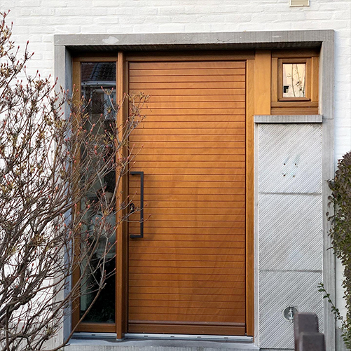 Porte en bois maison installée