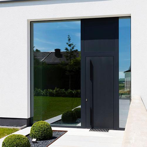 Porte aluminium jardin installée